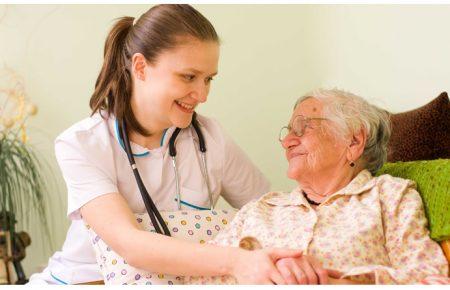 انتخاب پرستار سالمند در منزل