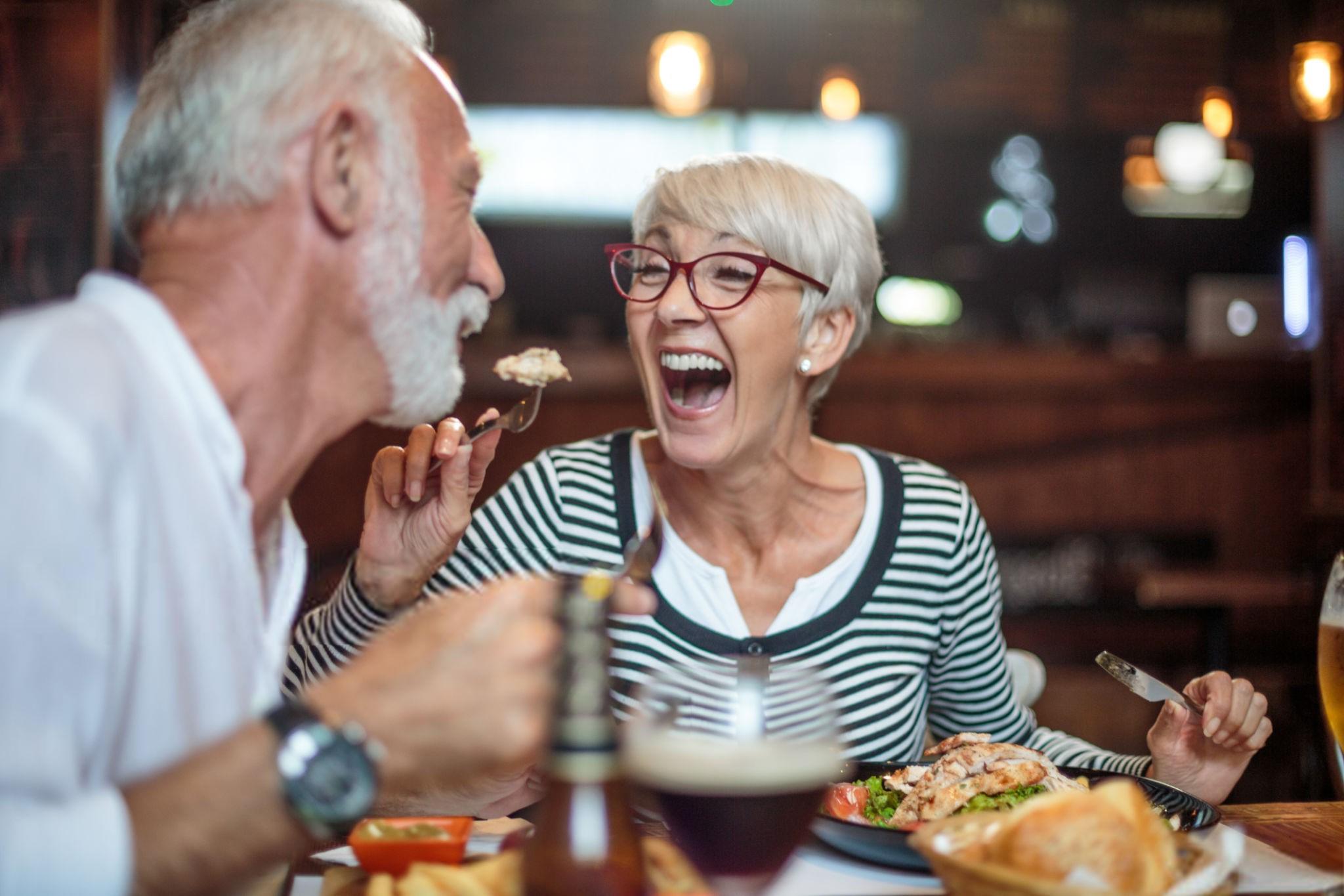 آماده کردن غذا برای سالمندان